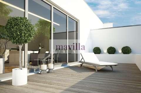 terrasse architektur bankrei holz liege sonnen sonne sonnenschein sommer draußen luxus apartment ausblick balkon deko dekoration dekorativ einrichtung glasfassade entspannen entspannung erholung ferie